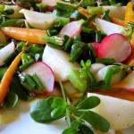 7 dintre cele mai gustoase buruieni comestibile care cresc in gradina ta
