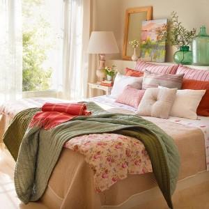 01-amenajare dormitor stil toscan textile roz si verzi cu imprimeu floral