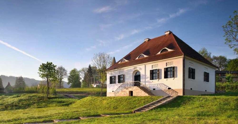 1-Casa-saseasca-veche-restaurata-domeniu-Bethlen-Mures-Transilvania