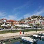 Paralio Astros – un sat grecesc din Peloponez cu case frumoase si plaja superba