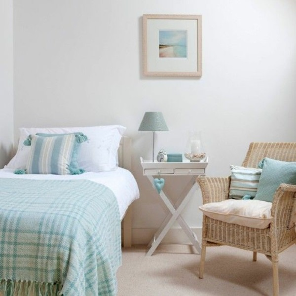 1-accente bleu in amenajarea unui dormitor mic si alb