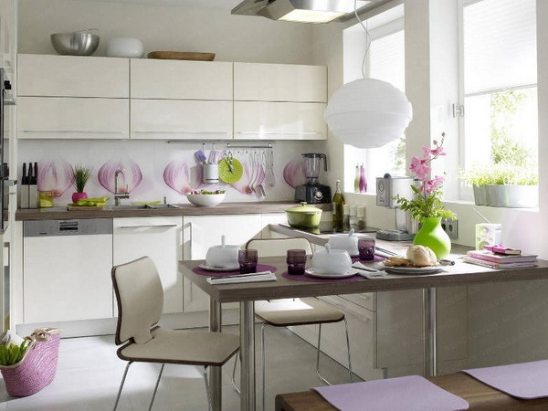 1-amenajare bucatarie moderna alb si lila