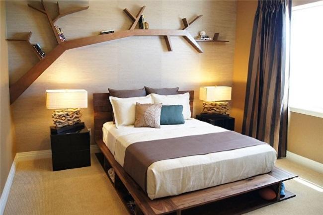 1-amenajare dormitor de bloc cu polita de carti in forma de copac