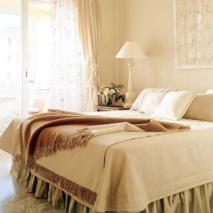 1-amenajare dormitor in nuante de crem si bej