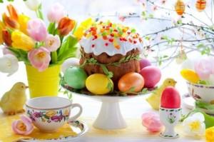 1-aranjament decorativ cu pasca si oua pentru masa de Pasti
