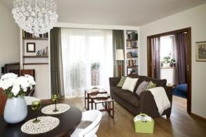 De ce multi designeri aleg sa aseze canapeaua in centrul livingului