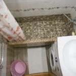 Idei: baie mica de 2 mp cu o cada DIY construita de proprietari