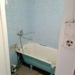 1-baie mica de apartament in stare deplorabila