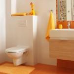 1-baie moderna cu accesorii colorate asortate