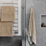 1-baie moderna gri cu accente cromatice bej