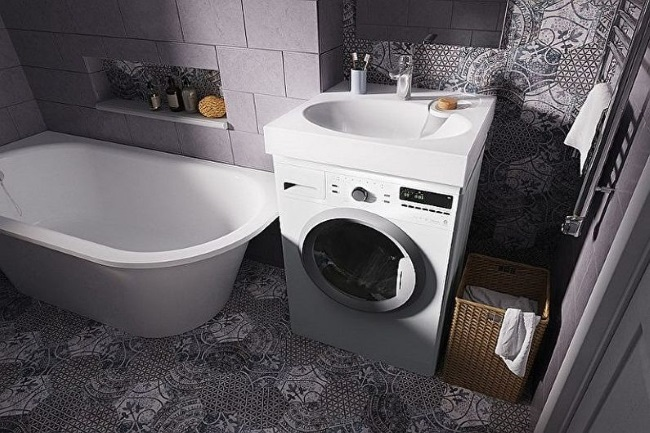 1-baie moderna mica masina de spalat montata sub chiuveta