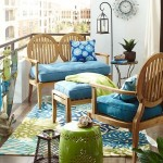 1-balcon mic decorat in tonuri de bleu vernil si alb