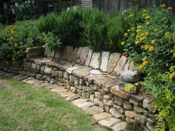 Amenajari decorative din piatra naturala in gradina