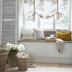 Bancuta sub fereastra – un spatiu superb de relaxare in locul caloriferului