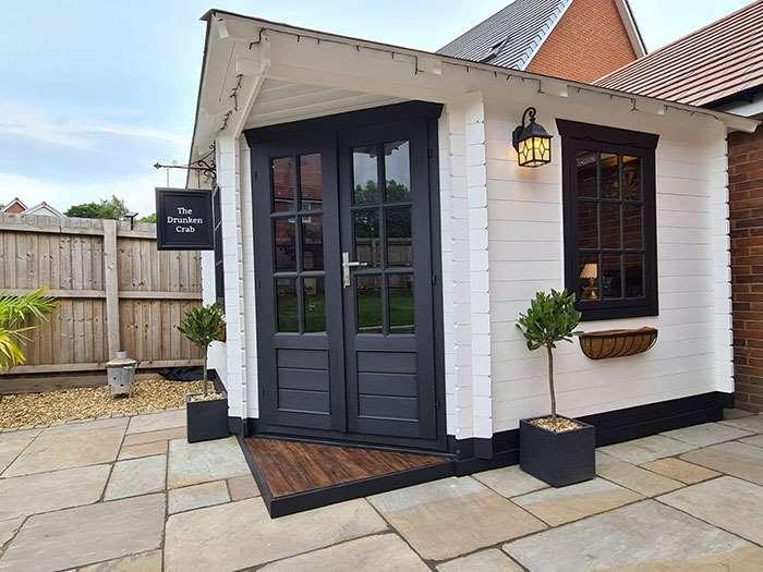 1-bar-englezesc-DIY-curtea-casei