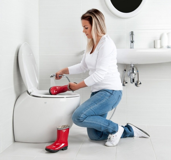 1-bideu integrat in vas de toaleta baie moderna