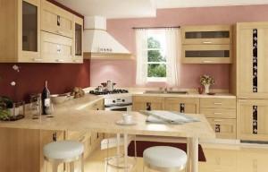 1-bucatarie moderna cu mobila din furnir de lemn in nuanta mierii