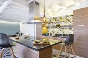 1-bucatarie moderna mobila furnir lemn cu faianta patchwork