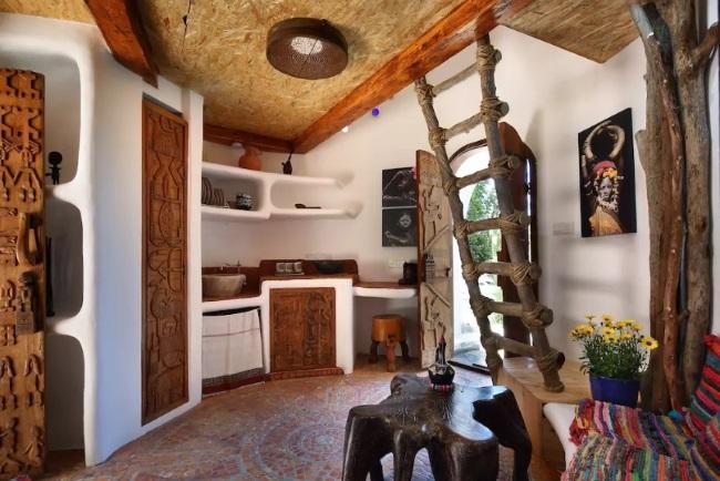 1-bucatarie si loc de luat masa casa cob inspiratie africana