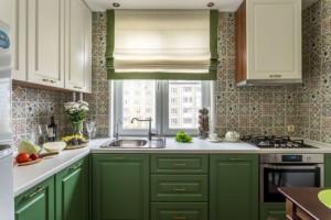 1-bucatarie stil clasic mobilier tricolor pe colt