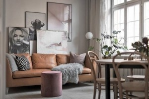 1-canapea din piele culoare cognac in amenajarea unui living scandinav