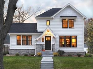 1-casa alba cu ferestre si usa de exterior culoare neagra