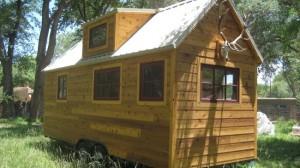 1-casa din lemn pe roti suprafata 15 mp