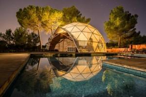 1-casa in forma de dom geodezic cupola din sticla