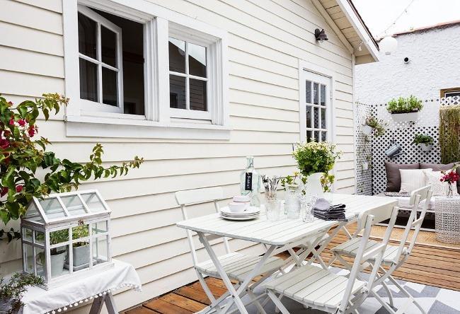 casa mica 37 mp exterior lambriu lemn alb