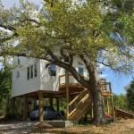 1-casa mica din lemn construita deasupra solului
