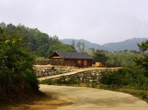 1-casa mica din lemn de 43 mp construita in stil traditional coreean
