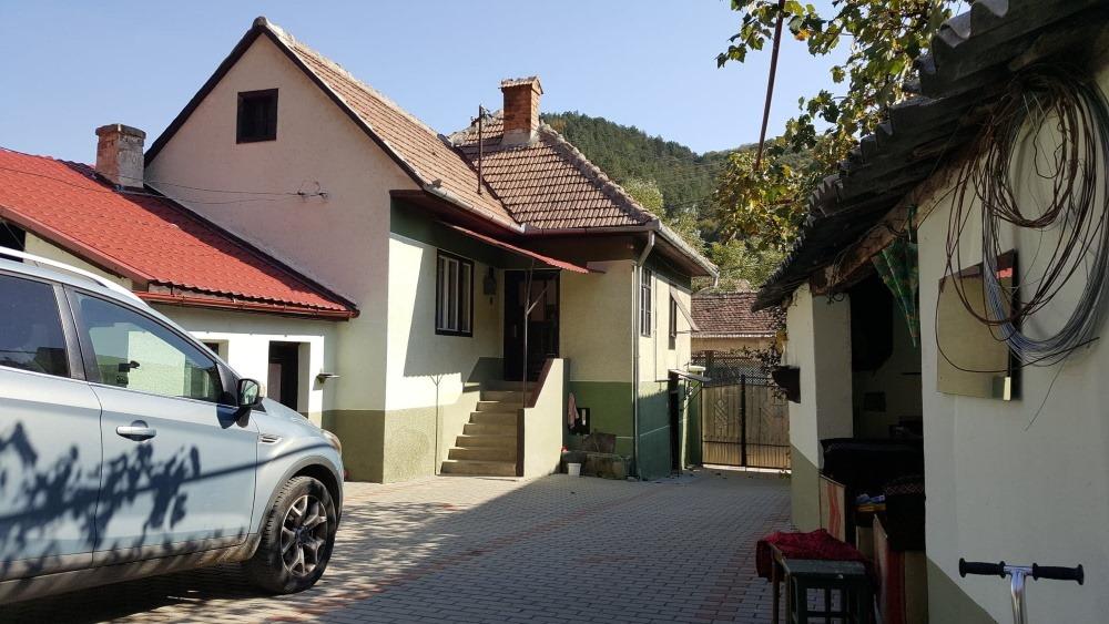 1 casa si curtea cumparata