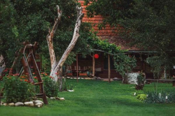 1-casa traditionala romaneasca 100 ani cazare turistica Transilvania