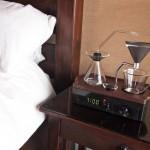 Ceasul desteptator care te trezeste cu aroma cafelei proaspete