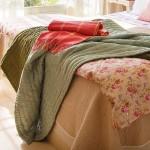 1-cuverturi pat dormitor amenajat in stil toscan