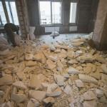 1-demolarea peretilor despartitori ai apartamentului inainte de inceperea renovarii