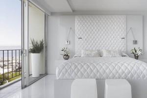 1-dormitor alb cu pardoseala placata cu marmura alba