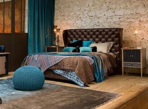 1-dormitor elegant maro cu accente turcoaz