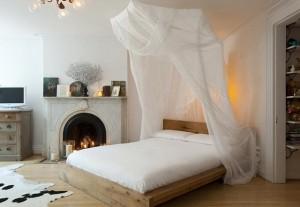 1-dormitor modern cu elemente clasice si eco si cu pat cu baldachin