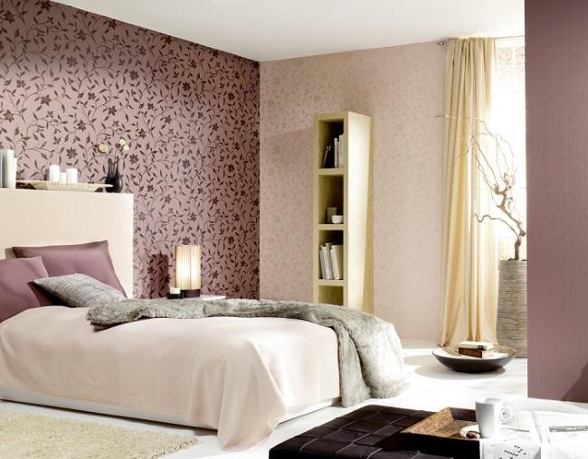 1-dormitor modern decorat cu tapet mov cu imprimeu floral