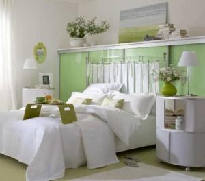 1-dormitor placut si relaxant decorat in alb si vernil