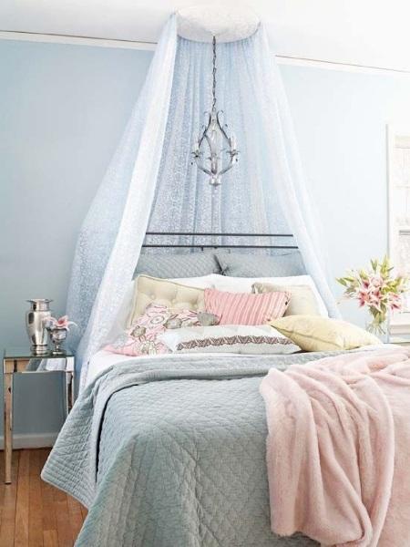 1-dormitor romantic vintage chic decorat in nuante de bleu si roz pastel