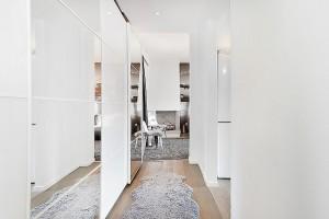 1-dressing alb cu usi placate cu oglinzi hol apartament modern