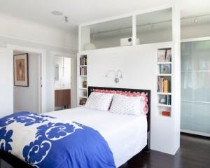 1-dressing construit in spatele patului prevazut cu o biblioteca deasupra tabliei