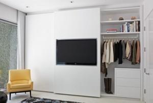1-dressing dormitor cu televizor integrat in usa glisanta