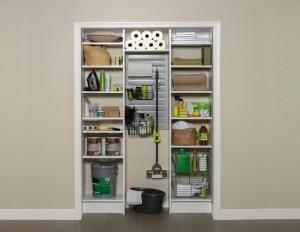 Unde ascundem aspiratorul, mopul si produsele de curatenie din casa?