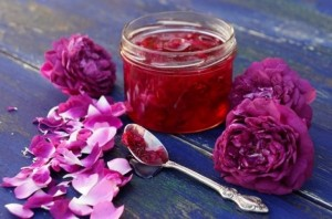 1-dulceata din petale de trandafiri