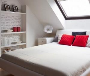 1-exemplu accentuare perete dormitor cu tapet imprimat cu litere