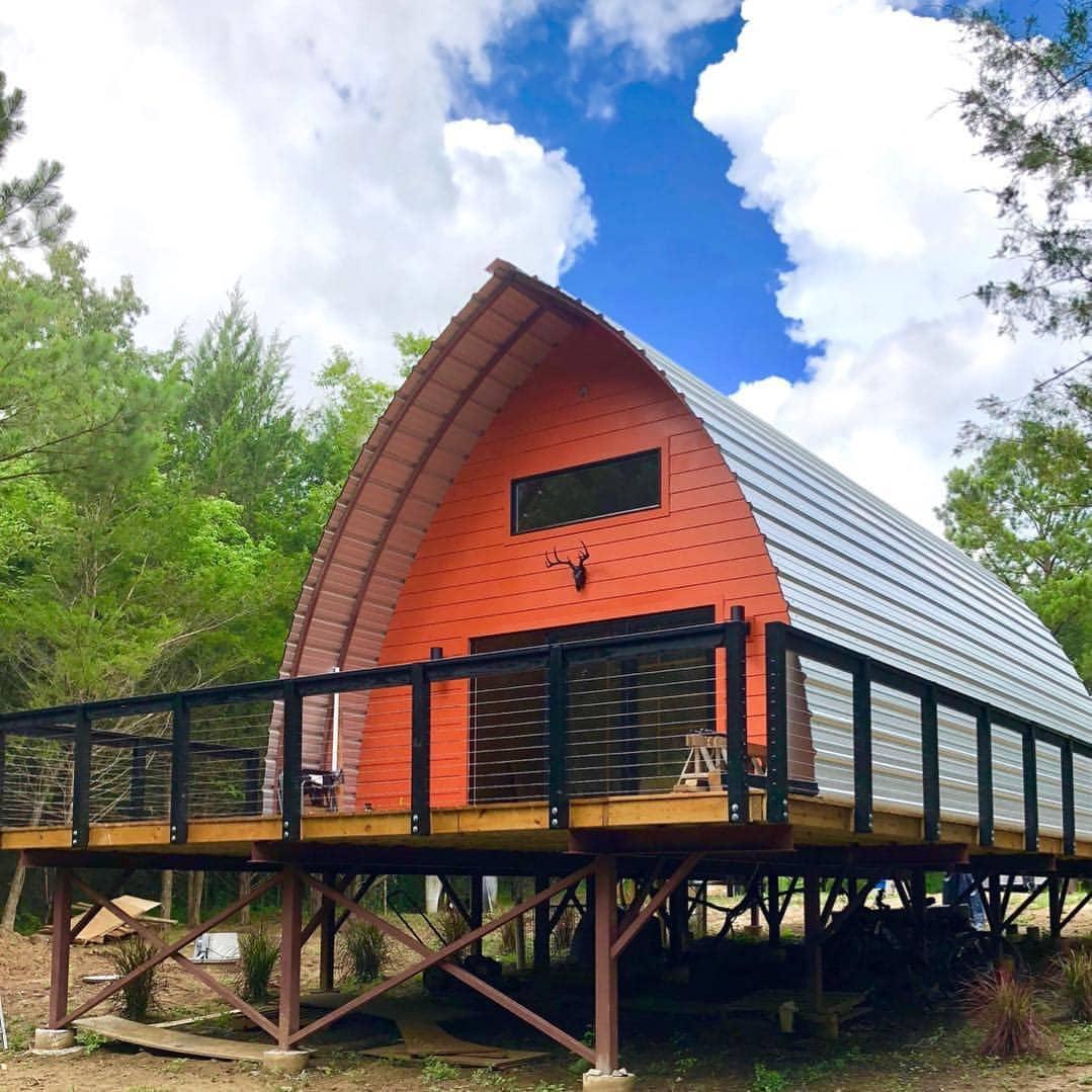 1-exterior-casa-arcuita-platforma-metalica-suspendata