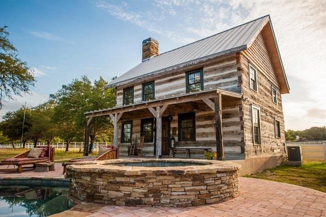 1-exterior casa din lemn de nuc din 1730 restaurata integral